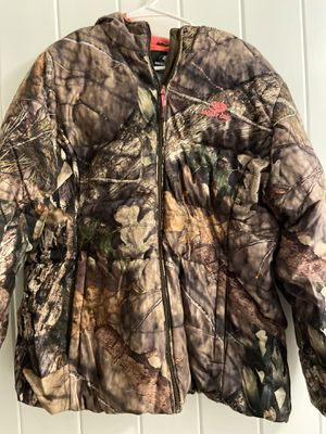 Mossy Oak women's L tag says XXL 50 -52 Trees Graphic Hot Pink trim puffer jacket for Sale in Glastonbury, CT