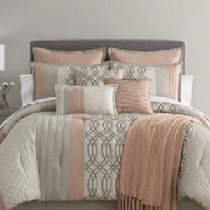 Home expressions 10 Piece Queen comforter with valance for Sale in Humble, TX