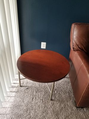 Round coffee table for Sale in Manassas, VA
