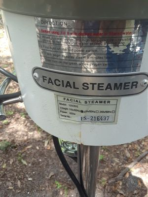Standing spa facial steamer W/lamp for Sale in Tampa, FL
