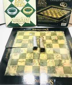 Early 2000's Lord Of The Rings Checkers Set for Sale in Providence,  RI