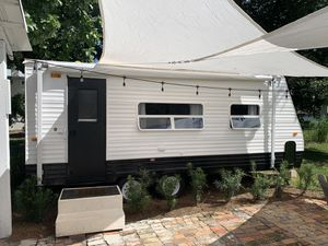 Beautiful remodeled 2008 Golf Stream Amerilite trailer/tiny home! for Sale in Oakland, FL