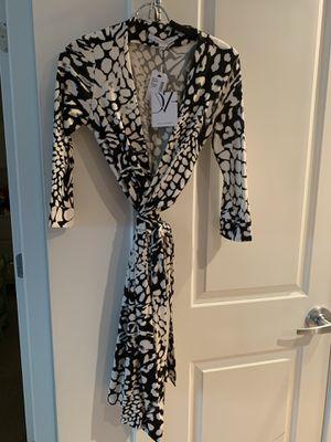 Diane Von Furstenberg Wrap Dress - Size 6 for Sale in Washington, DC