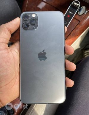iPhone 11 Pro Max , Factory Unlocked Excellent Condition for Sale in Lovettsville, VA