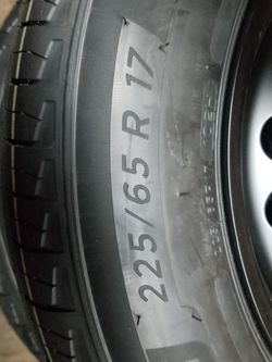 Tire And Rim 225/65/17 for Sale in Beverly Hills,  CA