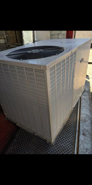 2011 Carrier 3 ton AC Package Unit Heat Pump. **Fully Charged with R410a refrigerant for Sale in Tempe, AZ
