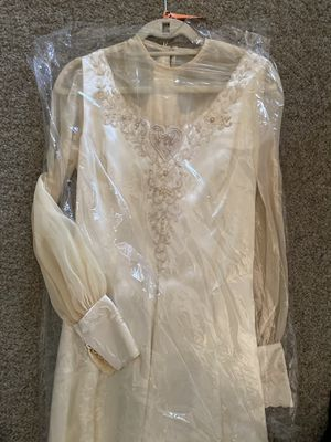 Candlelight color wedding dress with hand beaded details size 9-10 for Sale in Huntington Beach, CA