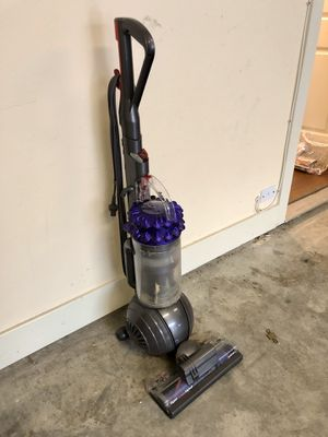 Dyson Ball animal bagless home vacuum for Sale in Dallas, TX