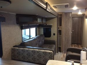 2017 32RKTS travel trailer dual air conditioner washer an dryer combo An much more lived in four months put in storage like new for Sale in Lafayette, LA