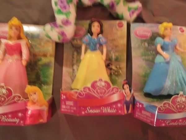 Snow White/sleeping beauty/Cinderella new figurines w/ curious George book and cards