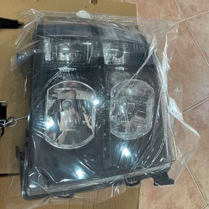 2007 -2013 SILVERADO HEADLIGHTS for Sale in Miami, FL