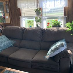 Couch And Matching Recliner for Sale in Pataskala,  OH