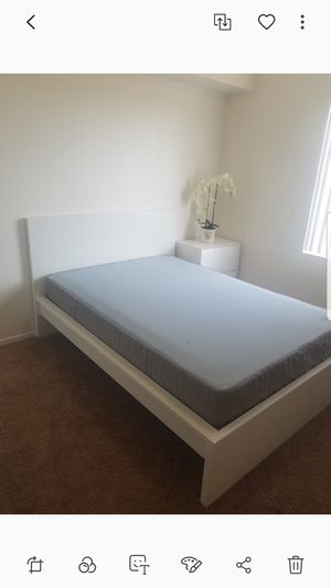 Full mattress bed with frame for Sale in Brawley, CA