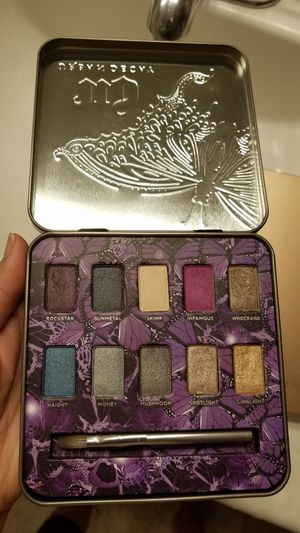 Urban Decay eyeshadow palette for Sale in Long Beach, CA