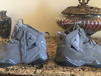Jordans Retro Grey Size 8... Good Conditions for Sale in Forney,  TX