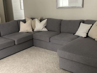 Reversible Modular Sofa With Chaise for Sale in Wixom,  MI
