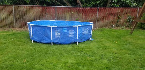 Intex 28200EH 10 Foot x 30 Inch Above Ground Swimming Pool no pump.