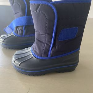 Toddler Snow Boots SZ 9 for Sale in Fort Lauderdale, FL