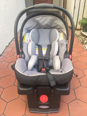 Graco SnugRide Infant Car Seat, Gotham Safety Comes w/ Base for Sale in Fort Lauderdale, FL