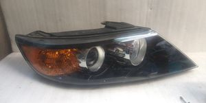 2011 2012 2013 Kia sorento headlight for Sale in Lynwood, CA