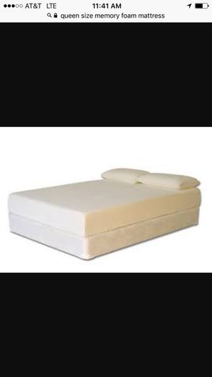 Queen memory foam mattress less than 1 yr old with box spring for Sale in Alexandria, VA