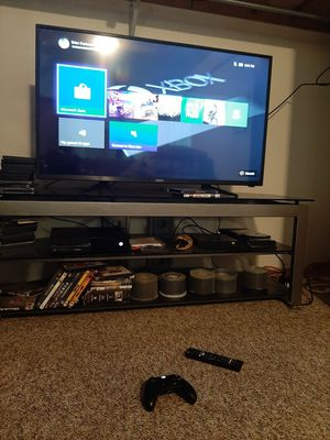 Xbox one 500gig with extras for Sale in Mayville, MI
