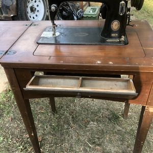 Antique Sewing Machine for Sale in Pasadena, TX