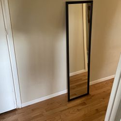Mirror With Black Frame for Sale in Auburn,  WA