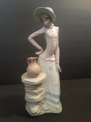 Large Lladro Figurine for Sale for Sale in Queen Creek, AZ