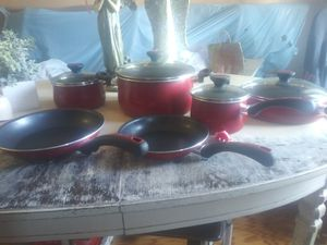 I have a brand new set of Paula Deen pots and pans for Sale in Sterling Heights, MI