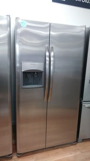 NEW. FRIGIDAIRE SIDE BY SIDE for Sale in Montclair, CA