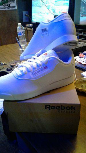 Reebok classics women's white 9 1/2 for Sale in Las Vegas, NV