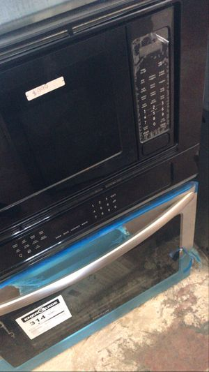 Frigidaire microwave/oven for Sale in Tustin, CA