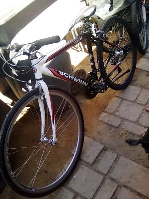 Schwinn Volare 1200 fitness hybrid bike, 700c wheel, men's frame, white for Sale in Fresno, CA