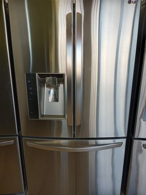 LG French Doors Stainless Steel Refrigerator with Ice and Water Dispenser in Amazing conditions for Sale in Los Angeles, CA