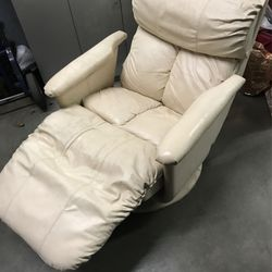 White Reclining Chair for Sale in Los Angeles,  CA
