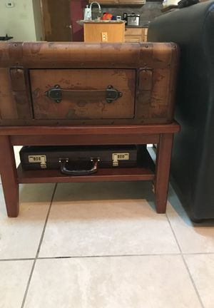 Travel the world end table for Sale in Orlando, FL