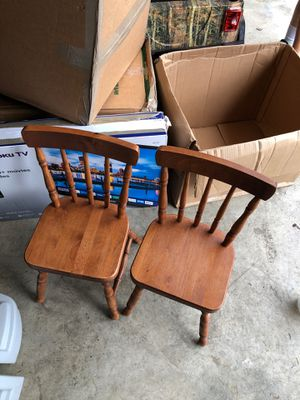 Kids chairs +table (1leg missing on table) for Sale in Olympia, WA