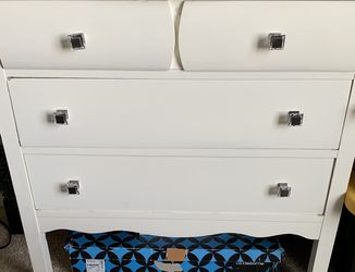 Used-3 Drawer Dresser. for Sale in Auburn,  WA