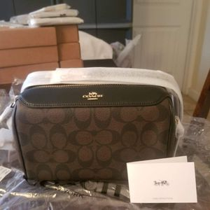 Authentic Coach Signature Crossbody Purse New With Tags for Sale in Chula Vista, CA