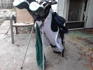 Women's golf clubs set with every thing u need for Sale in Gulfport, FL