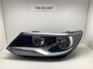 2012 2018 Volkswagen Tiguan left headlight for Sale in Houston, TX