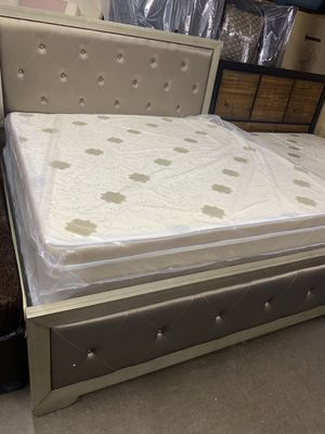 New king bed with matreses for $599 for Sale in Garland, TX