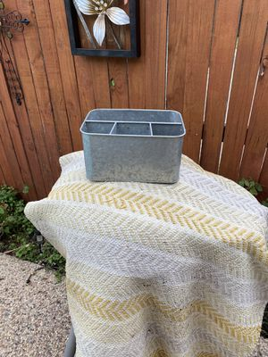 Rustic metal planter with 3 small spaces and one large with a handle for Sale in Arlington, TX