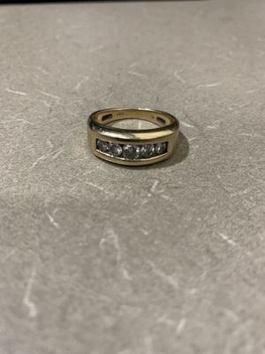 14 kt gold 1ct men's diamond ring for Sale in Springfield, MA