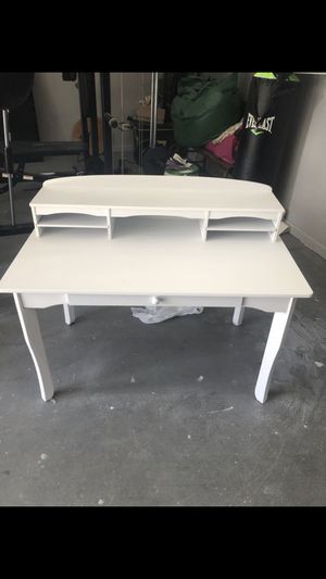 KidKraft desk for kids for Sale in Queens, NY