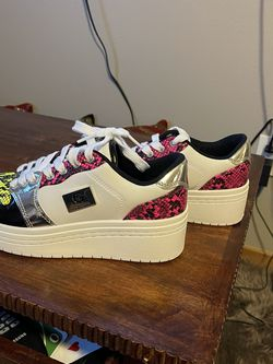Guess Woman's Shoes Size 6.5 for Sale in Mountlake Terrace,  WA