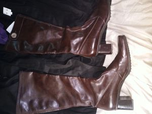 Leather women's boots size 8 medium for Sale in Lawrenceville, GA