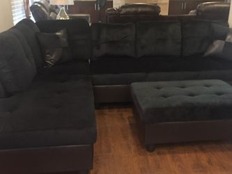 Black Microfiber Sectional Couch And Ottoman for Sale in Bellevue,  WA