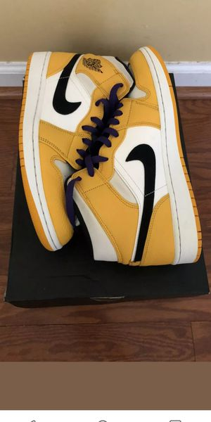 Jordan 1 mid se lakers worn 2x for Sale in VLG O THE HLS, TX